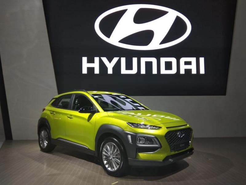 """Ciri khas Hyundai Kona terlihat pada desain grille segi enam yang disebut sebagai """"Cascading Grille"""". (anto)"""