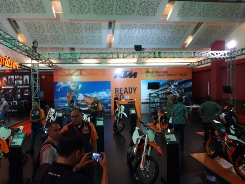 Booth KTM di pameran Telkomsel IIMS 2019, hall C JIexpo, Kemayoran