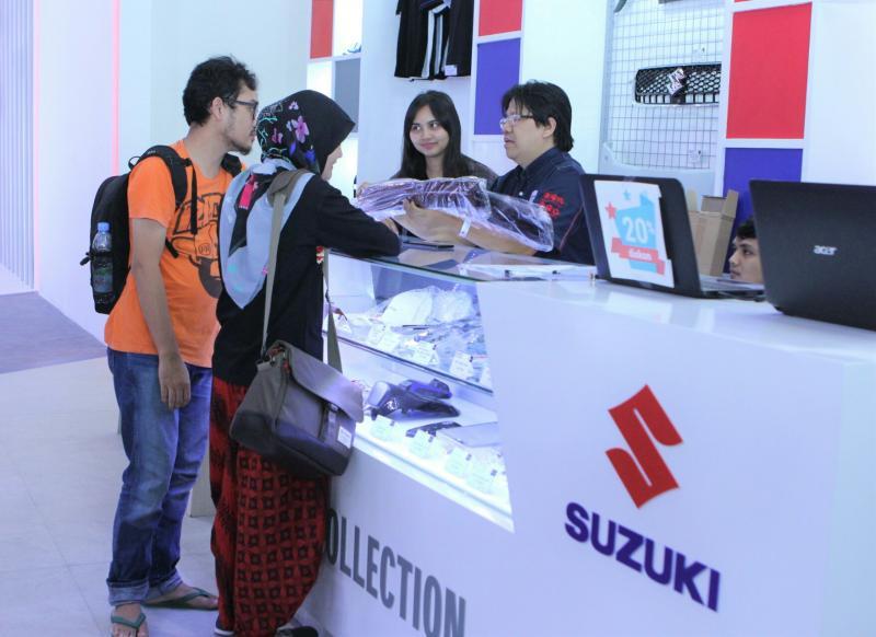 Booth Suzuki di Telkomsel IIMS 2019 lakukan promo gila-gilaan nih. (foto : sis)