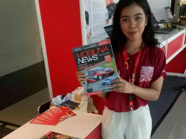 Mobilinanews magazine edisi khusus Telkomsel IIMS 2019 bisa didapatkan secara gratis di 5 titik informasi booth di JI-Expo Kemayoran. (foto : anto)