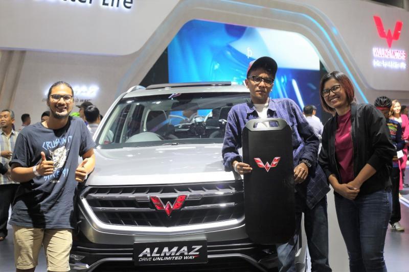 Aswin Alkautsar dinobatkan sebagai pemenang utama yang berhak atas hadiah satu unit Wuling Almaz.
