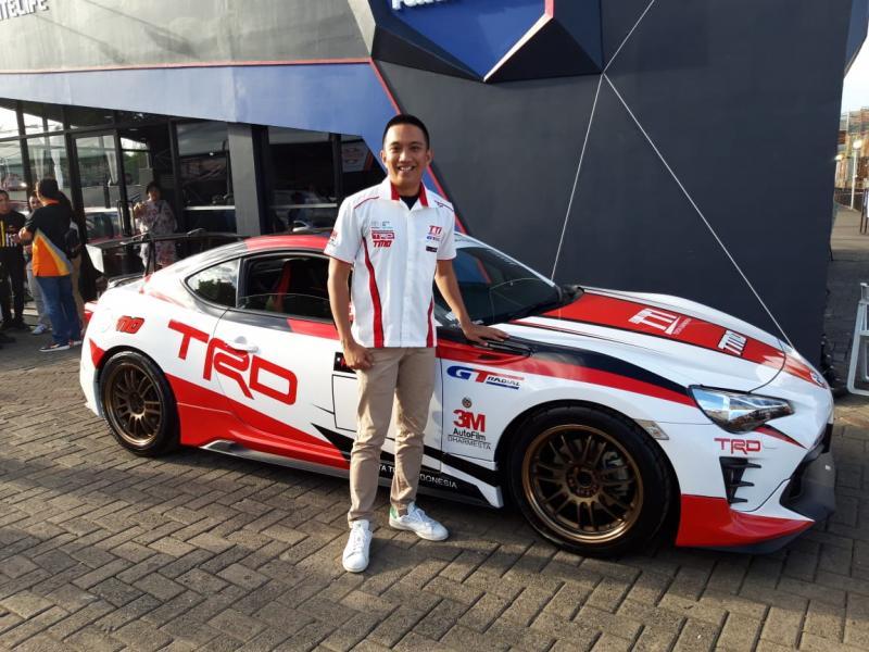 Pembalap andalan Toyota Team Indonesia (TTI), Demas Agil di Telkomsel IIMS 2019