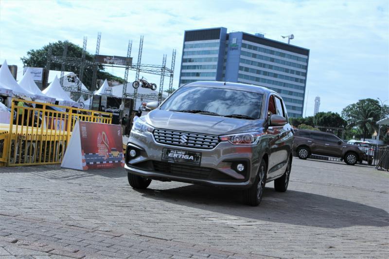 Antusiasme konsumen melakukan test drive All New Ertiga di Telkomsel IIMS 2019, Jiexpo Kemayoran