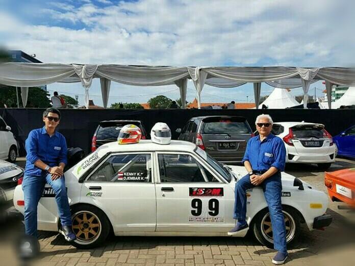 Djembar Kartasasmita & Kenny Kartasasmita sesaat sebelum melakukan start Parade & Talk Show di Telkomsel IIMS 2019