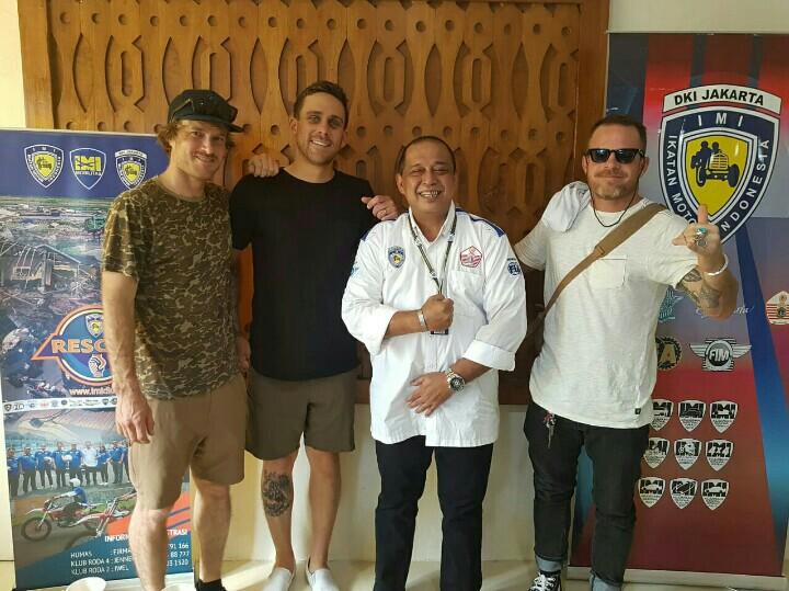 Leonard Galistan bersama 3 tamunya dari Roark Reviral dari USA. (foto : ist)