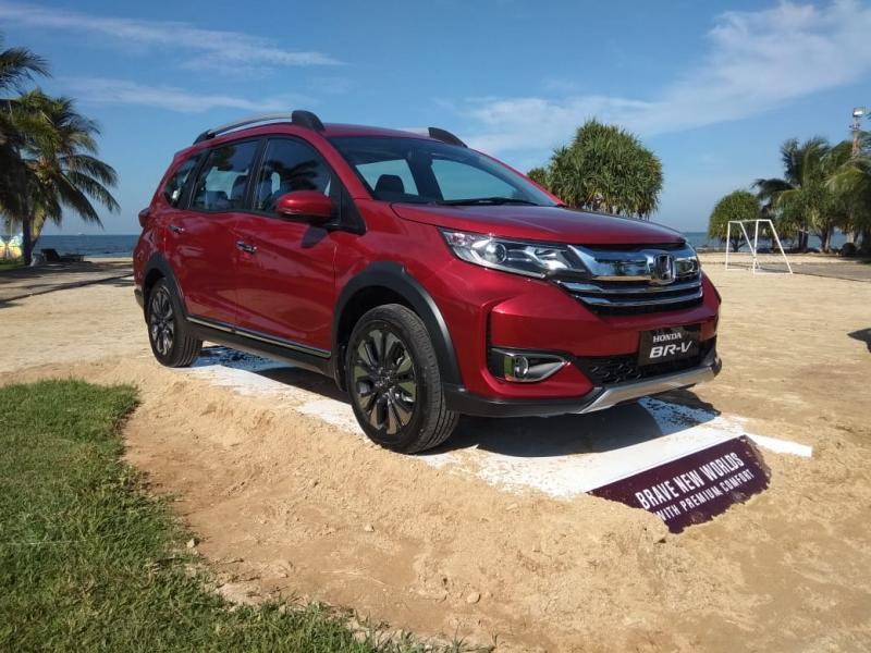 Akses masuk ke dalam New Honda BR-V juga semakin mudah dengan Smart Entry System. (anto)