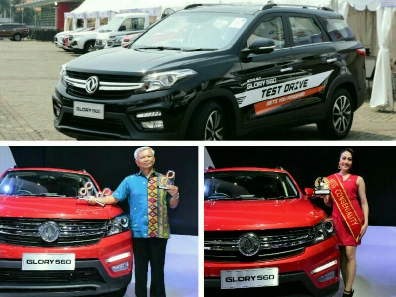 Searah djarum jam : DFSK raih Best Low SUV & Most Tested Car, Cynthia Christine serta Alexander Barus.