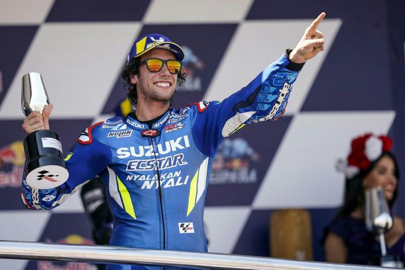 Alex Rins di atas podium juara 2 MotoGP Jerez 2019.