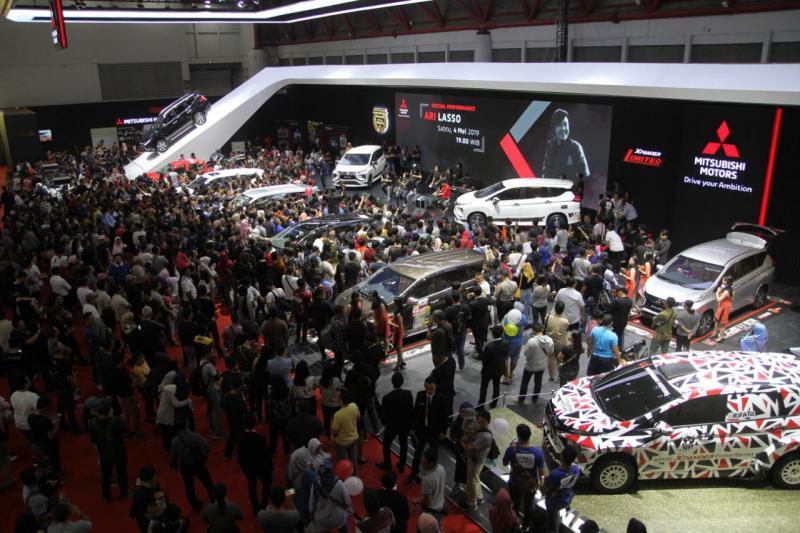 Pesanan kendaraan di booth Mitsubishi Motors IIMS 2019 didominasi oleh XPANDER dengan kontribusi 69%. (ist)