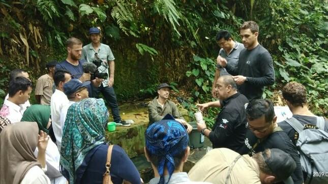 Leonard Galistan dari IMI DKI tengah menyampaikan penjelasan terkait water filter di Banten. (foto : ist)