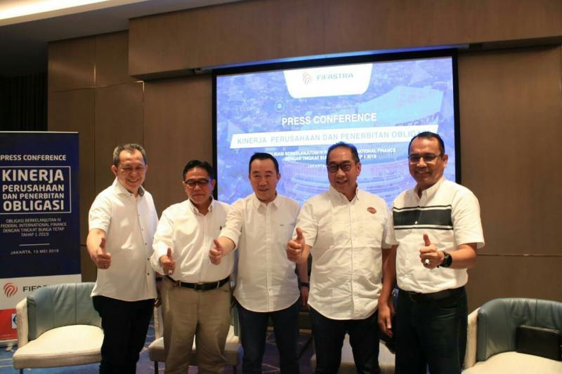 Board of Director FIF Group pada preskon penerbitan obligasi dan bukber bersama media di Jakarta, Senin hari ini