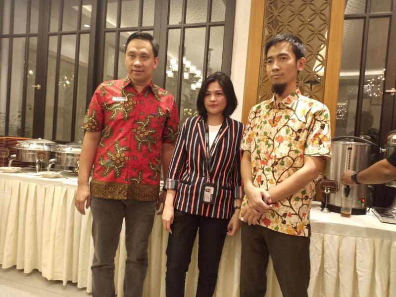 Apriyanto Yuwono (kiri) bersama Manajemen Hankook Indonesia di acara Media Breakfasting di Jakarta (14/5). (foto: istimewa)