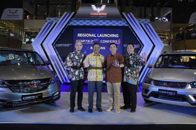 Jajaran Manajemen Wuling Motors dan PT Arista Jaya Lestari dalam Peluncuran Cortez CT & Confero S ACT di Bandung. (ist)