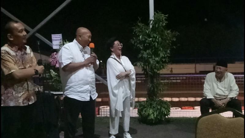 Rio Sarwono ketika menyampaikan kesan pesan di ultah ke-74 H. Tinton Soeprapto hari Selasa malam. (foto : bs)