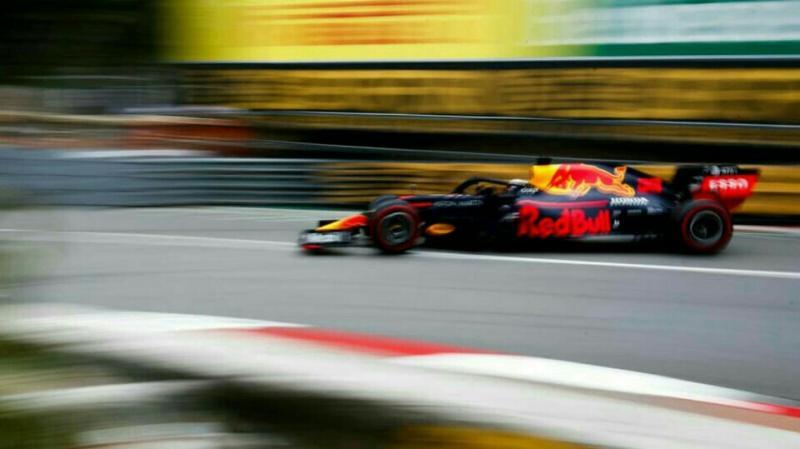 Max Verstappen dari tim Red Bull siap mengakhiri dominasi duo Mercedes di ajang F1.