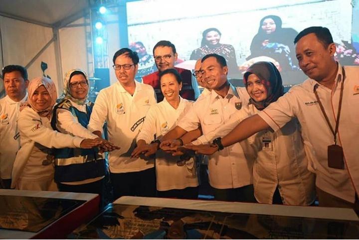 10 SPBU tersebut diresmikan langsung oleh Menteri BUMN Rini Soemarno didampingi Direktur Pemasaran Ritel Pertamina, Mas'ud Khamid di SPBU KM 379 Kabupaten Batang.