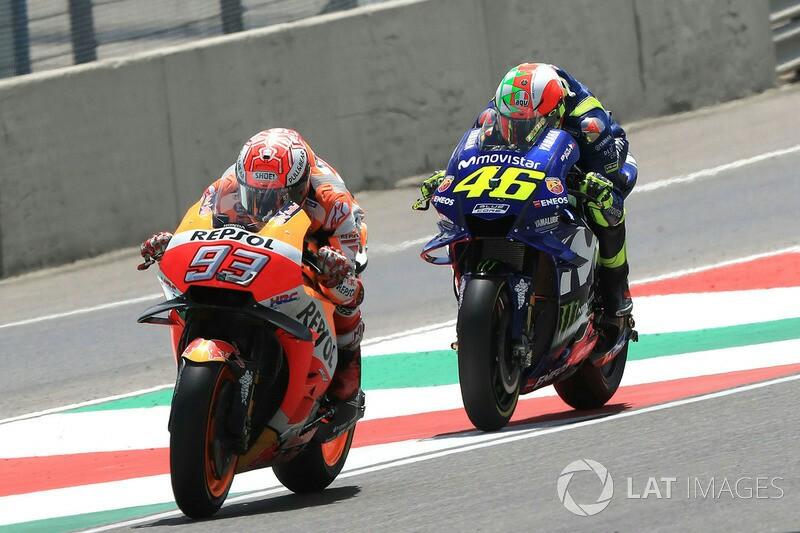 Marc Marquez vs Valentino Rossi di trek lurus Mugello. (foto: motorsport.com)