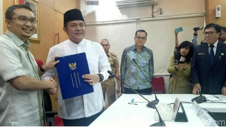 Gubernur Herman Deru dan Sadikin Aksa usai tanda tangani nota MOU MXGP di Palembang. (foto : detik)
