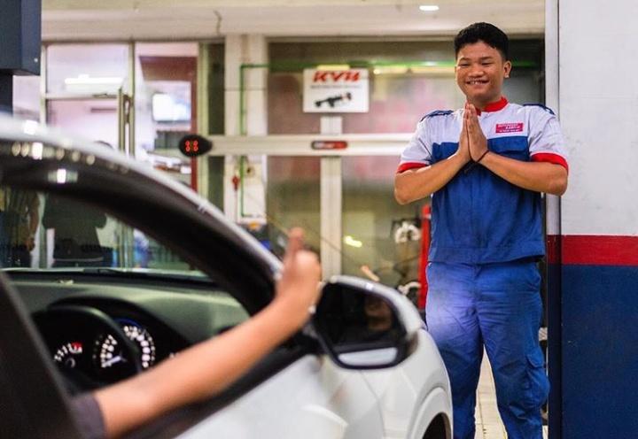 Tidak hanya siap siaga melayani di outlet, Shop&Drive juga tetap siaga dalam layanan Battery & Oil Home Delivery.