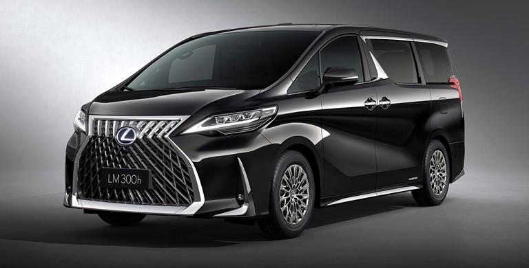 Bukan tanpa sebab, lantaran melirik wujudnya yang identik dengan luxury MPV Toyota Alphard yang notabene jadi favorit di segmen premium Indonesia.