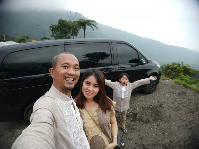 Fitra Eri, Rima Anissa, Farrel, mobil MPV dan tempat wisata di Gunung Galunggung Tasikmalaya.