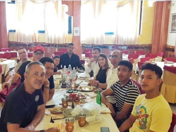 Para pegokart Indonesia bersama pelatihnya merayakan Lebaran 2019 di Italia.