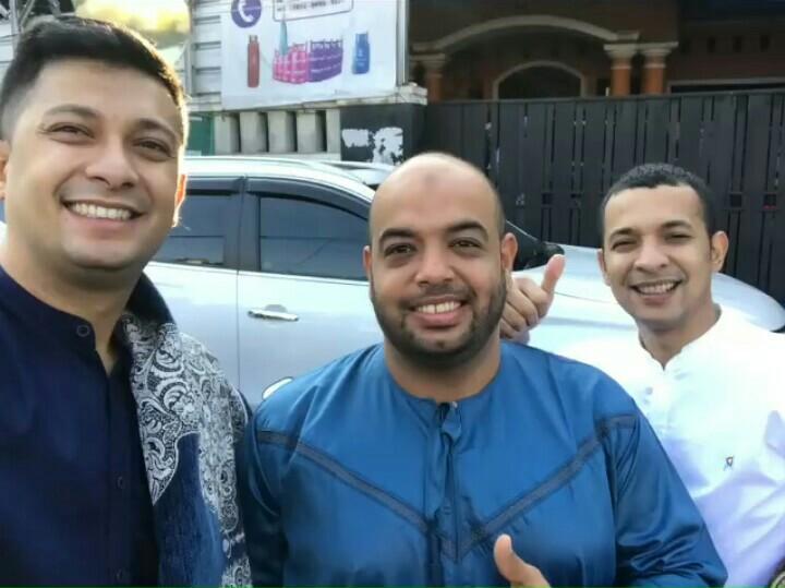 Dari kiri Umar,  Fahdi Zaki dan Avan Abdullah, berlebaran di Condet Jakarta Timur