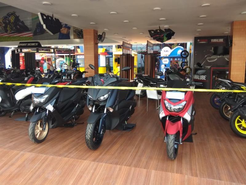 Pilihan warna pada Yamaha NMax kini bertambah kelir matte red sebagai hero color, menemani kelir hitam doff dan matte black dan matte grey. (anto)