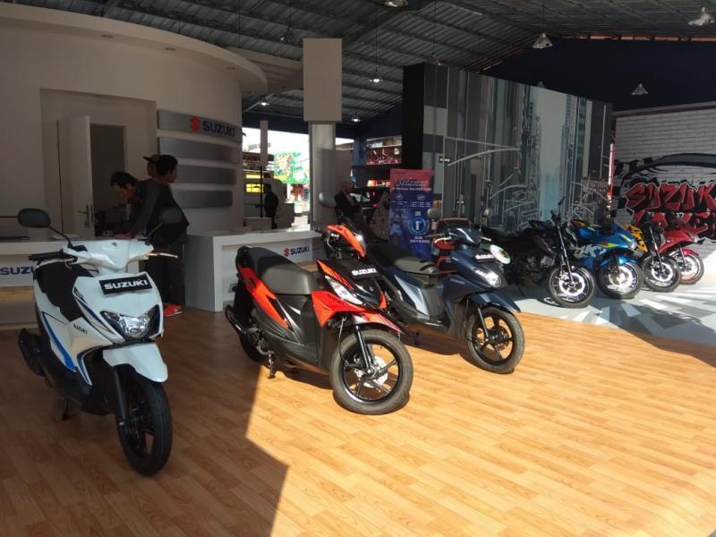 Selain ragam varian dari lini produk motor sport-nya, Suzuki juga menghadirkan duet skutik kompak Nex II dan Address yang punya program pembelian menarik. (anto)