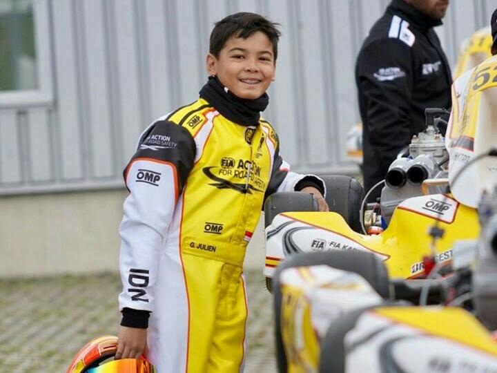 Menunggu Gael Julien naik podium CIK Karting Academy Trophy di Sarno, Italia