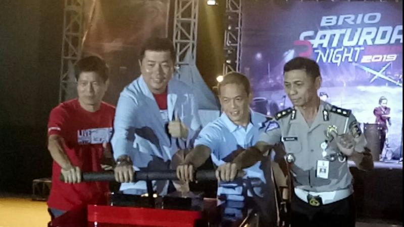 Jonfis Fandy didampingi perwakilan Honda Prospect Motor, IMI Pusat dan Korlantas pada launching BSNC di Jakarta, Sabtu (22/6) malam. (foto : bs)