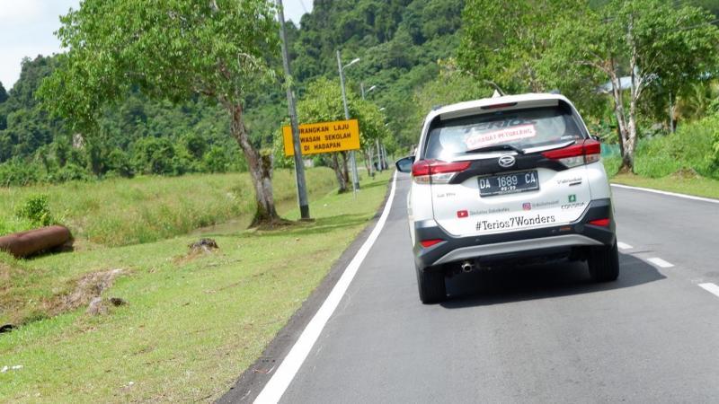 Perjalanan selama 5 jam hingga perbatasan Entikong, Indonesia dengan Sarawak, Malaysia di Pos Lintas Batas Negara (PLBN). (ist)