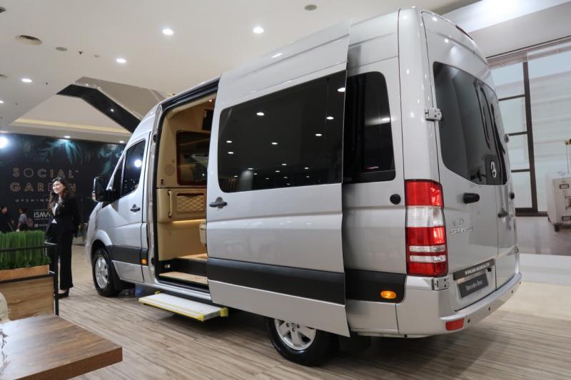 Mercedes-Benz Sprinter telah dilengkapi dengan berbagai fitur yang membuatnya sangat cocok untuk digunakan dalam keperluan bisnis sehari-hari.(anto)