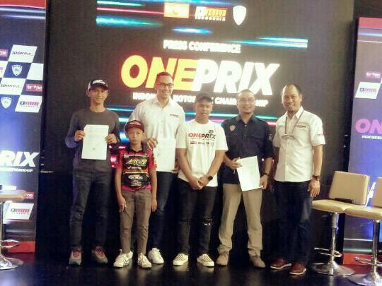 Mago, Sadikin Aksa, Imam Sulisto dan perwakilan pembalap pada launching Oneprix di Jakarta kemarin. (foto : bs)