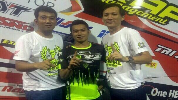 Fitriansyah Kete bersama Rudy Hadinata, bos tim Trijaya Bandung. (foto : ME)