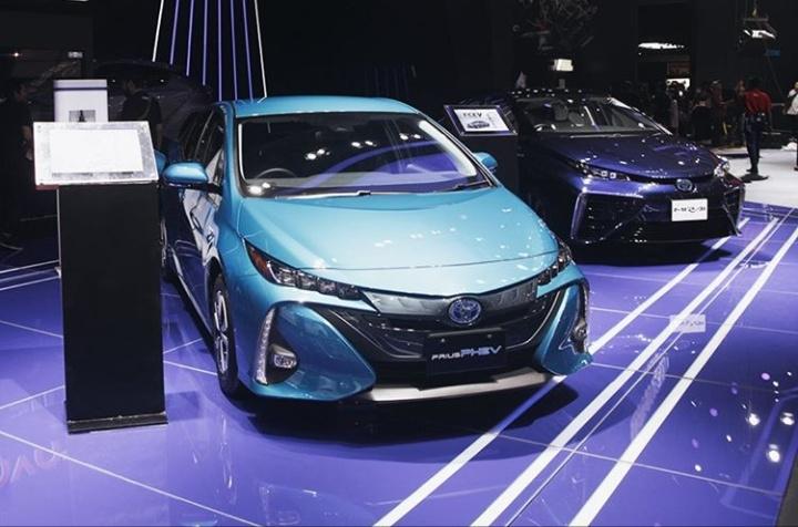 Karena pemerintah Indonesia sudah memiliki peta pengembangan kendaraan listrik, Toyota menganggap Indonesia sebagai tujuan investasi EV yang utama. (@toyotaid)