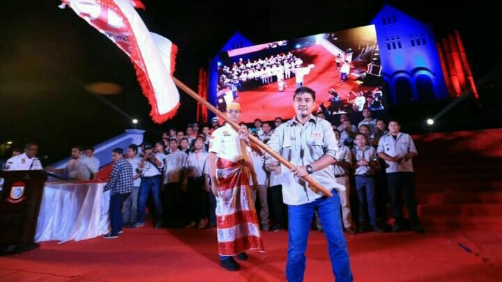 Prosesi pelantikan khas bernuansa etnik lokal Bugis.(foto : moel)