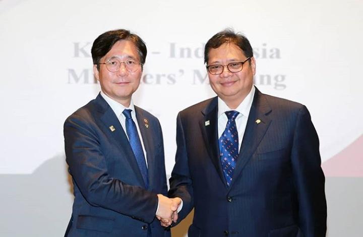 Menteri Perindustrian Airlangga Hartarto dengan Executive Vice President HMC Park Hong Jae di Seoul, Korea Selatan. (airlanggahartarto4.0)