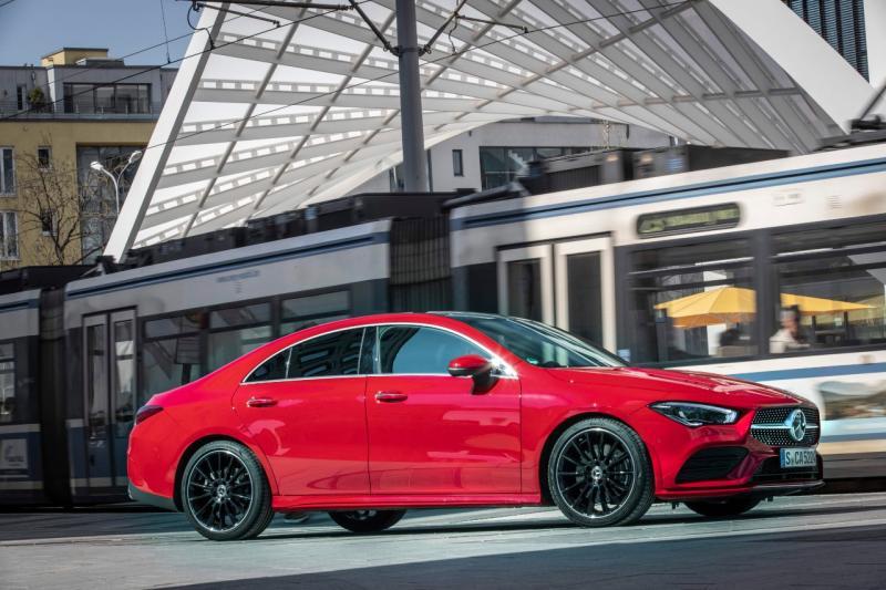 Mercedes-Benz siap menghadirkan penampilan perdana new CLA Coupé dan new GLE SUV. (ist)