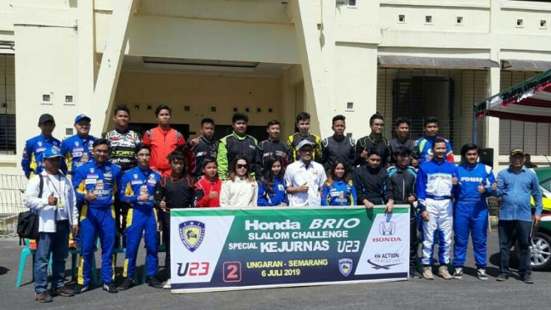Peserta Kejurnas Slalom U23 di GOR Wujil Ungaran, Kabupaten Semarang. (foto : ist)