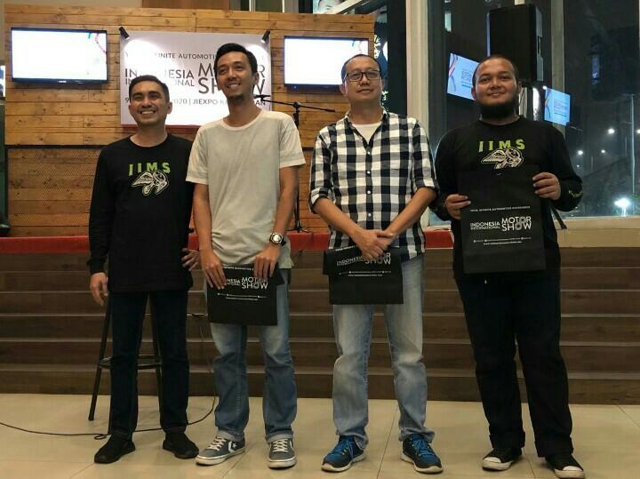 mobilinanews (kedua dari kanan) bersama media penerima apresiasi Telkomsel IIMS 2019. (foto : hendra ns)
