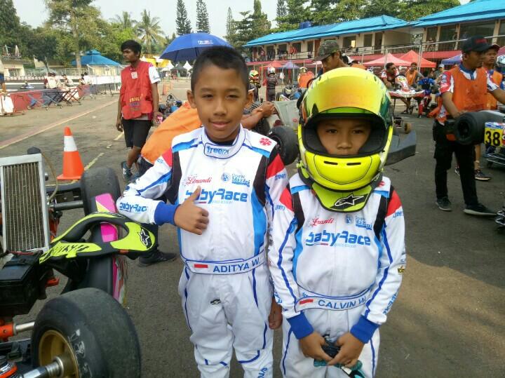 Aditya Wibowo (kiri) dan Calvin Wibowo sang adik, bisa lebih maksimal di aspal mulus. (foto : bs)