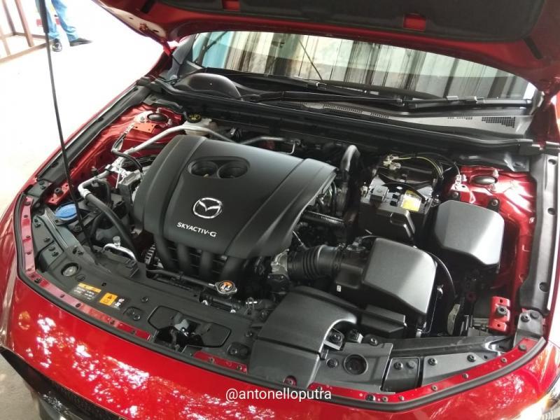 Mesin ini mendapatkan optimalisasi pada bagian intake port dan bentuk piston, split fuel injection dan katup pendingin. (anto)