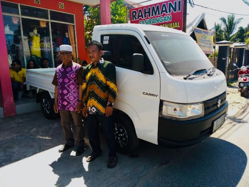 H Muhidin bersama putranya Rahmani, founder dari Rahmani Sasirangan Banjarmasin