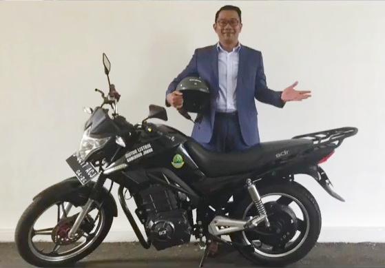 Rencana ini adalah bagian dari keinginan Kang Emil, sapaannya yang akan menyebarkan sebanyak enam ribu unit sepeda motor listrik itu ke masjid-masjid. (@ridwankamil)