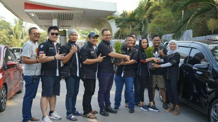 Komunitas Indonesian Black Car Community menularkan gaya hidup go green.