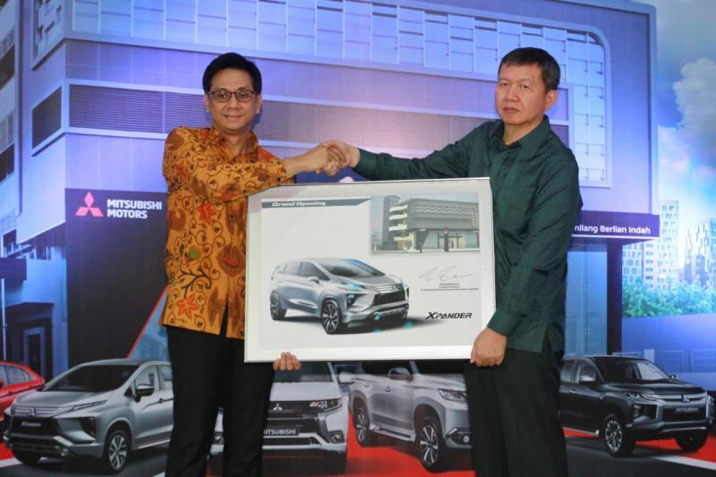 Dealer baru ini diresmikan oleh Irwan Kuncoro selaku Director of Sales & Marketing Division PT MMKSI dan Hokwirman Bachtiar selaku President Director Srikandi Group.(ist)