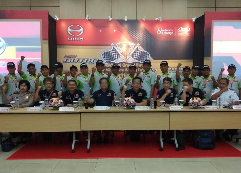 Para pemenang akan terbagi beberapa kategori Grand Champion National Hino Safety Driving Competition. (anto)
