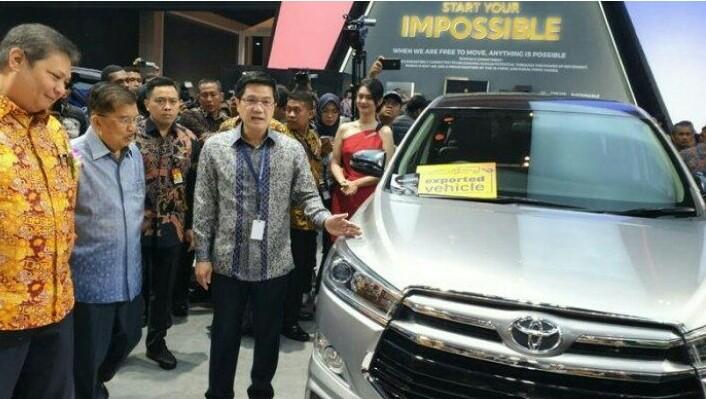 Wapres Jusuf Kalla & Menperin Airlangga Hartarto saat kunjungi booth Toyota di GIIAS 2019