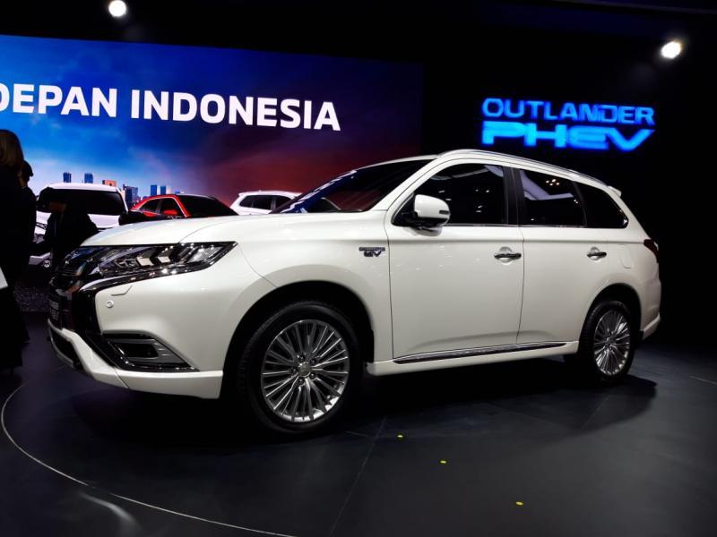 Meski belum ada regulasi EV dari pemerintah, Mitsubishi curi start lewat OUTLANDER PHEV